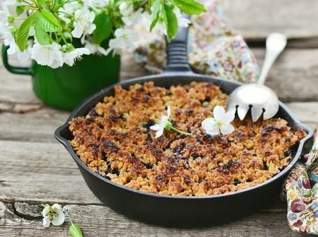 Pear and Berry Crisp with Lavender